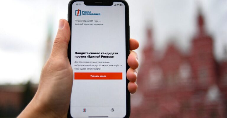 Apple and Google Remove 'Navalny' Voting App in Russia – The New York Times